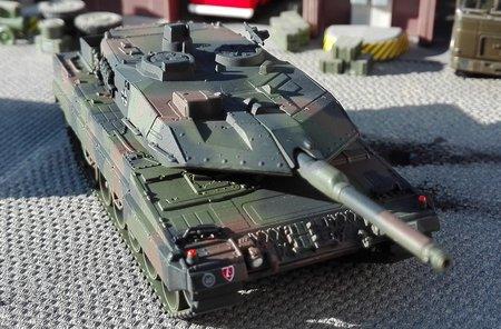 Fertigmodell: LEOPARD 2A5 Bundeswehr in NATO-Flecktarnanstrich