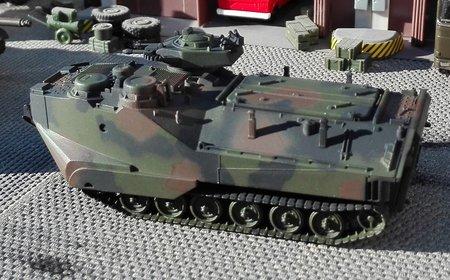 Fertigmodell: AAVP-7A1 Amphibienpanzer USMC in NATO-Flecktarnanstrich